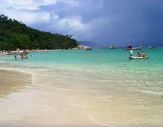 Ilha do Campeche, em Santa Catarina. O local reúne belezas naturais com interesses históricos.
