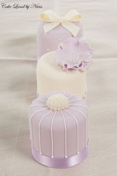 I Like: The soft color pallet of these cakelettes and the fondant and pearl toppers. (I really like the bow.)