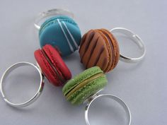 Macaron rings! Is that pistache?!