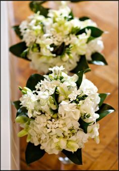 All White Bridesmaid Bouquets with Green Accents, Garden on the Square #wedding #savannahgawedding #weddingflowers
