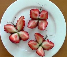 Your Strawberry Butterflies Strawberry butterfly snack for a garden themed party Science Toys for Clever Kids. Kiwi Fruit Flower - they look like water lilies, so pretty! These would make cute party food! Viva as frutas Cute Food, Good Food, Yummy Food, Food Carving, Food Garnishes, Garnishing Ideas, Food Decoration, Fruit Decorations, Vegetable Decoration
