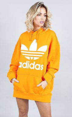 Blusa adidas tref over hoody laranja modeling in 2019 одежда, мода. Cute Comfy Outfits, Trendy Outfits, Fashion Outfits, Adidas Dress, Adidas Outfit, Adidas Mode, Adidas Zx, Adidas Sneakers, Addidas Shirts