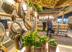 Enoki is a healthy fast food Asian concept, located at train stations across the Netherlands railway network.