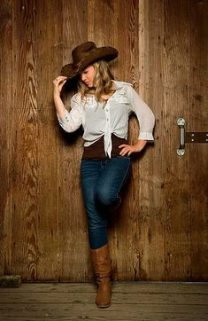 Stunning Cowgirl Fashion Styles for Ladies Cowboy Outfits For Women, Cowgirl Style Outfits, Party Outfits For Women, Western Wear For Women, Country Outfits, Clothes For Women, Cowgirl Fashion, Sexy Cowgirl, Cowgirl Mode