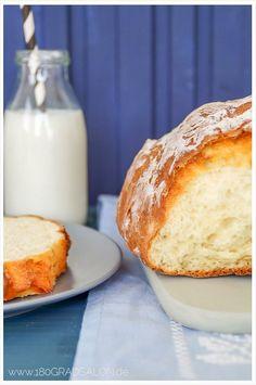 Quarkbrot Rezept - schnell und lecker. Ein Brot ohne Hefe und mit Backpulver ohne Gehen. Prämiert vom Food Blog Award, vielfach nachgebacken und gelobt!