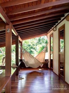 A Brazilian refuge near beaches Hotels With Balconies, Clearance Outdoor Furniture, Tropical House Design, Balcony Furniture, Small Backyard Gardens, Home Fashion, My Dream Home, Future House, Bungalow