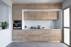 Kitchen design ideas: 10 simply stylish wood-tone HDB flat kitchens 10 - The Home Decor Trends Best Kitchen Layout, Design Your Kitchen, Interior Design Kitchen, Minimalist Interior, Minimalist Home, Kitchen Furniture, Kitchen Decor, Furniture Stores, Zen Kitchen