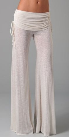 Embrace the comfy pants! I LOVE comfy pants and these ones are super cute and I bet they would be super comfy too without looking frumpy! Looks Chic, Looks Style, Style Me, Vetements Shoes, Elisa Cavaletti, Look Boho, Comfy Pants, Flowy Pants, Comfy Clothes