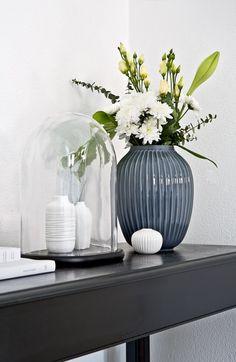 Die Vase Hammershøi passt perfekt in das skandinavische Zuhause von Anika Pries. Das Puristisch, elegante und durch und durch zeitlose Design der Vase ist einfach typisch dänisch! Eindeutig: Dieses handgefertigte und kunstvoll bemalte Deko-Piece hat It-Piece-Potenzial! // Vase Keramik Blumen Flowers Deko Dekorieren Wohnzimmer Gestalten Ideen #WohnzimmerIdeen #Wohnzimmer #Dekorieren #Interior #Einrichten