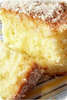the world is a baking dish: coconut milk cake Sweet Recipes, Cake Recipes, Dessert Recipes, My Recipes, Portuguese Desserts, Portuguese Recipes, Food Cakes, Cupcake Cakes, Cupcakes