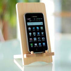 国産無垢材を使用。iPad stand(アイパッドスタンド) 幅9.2×奥行14.5×高さ18(cm)