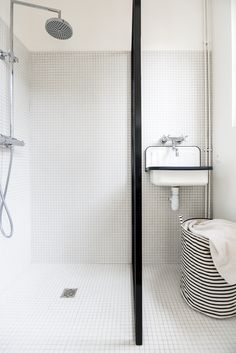 home interiors dream Storing Towels, Organize Towels, Turbulence Deco, Contemporary Bathroom Designs, Laundry In Bathroom, Bathroom Wall, Bathroom Ideas, Mid Century House, Beautiful Bathrooms