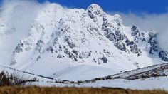 Pico Espigüete.- Es una de las mayores elevaciones de la Montaña Palentina. Piedra caliza piramidal con una cara sur de suaves relieves y la cara norte de escabrosas paredes verticales. Así se describe en la Ley de declaración de Parque Natural, promulgada el 27 de Junio de 2000  © Orígenes