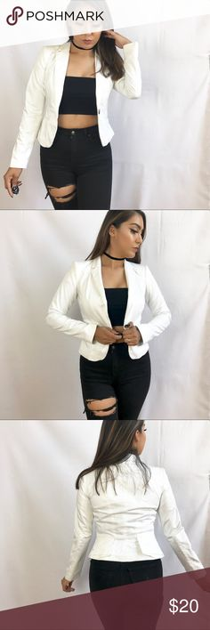 • H&M Blazer • Light used once, no imperfections.   • Model is 5'3 & wears 34C • Made out of   • Ask all questions prior to purchase • Bundle & save  • Feel free to make your best offer!   _____  @Cynthaaa - From Me to You H&M Jackets & Coats Blazers