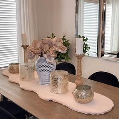Table Decor Living Room, Dining Decor, Dining Room Design, Home Living Room, Romantic Living Room, Design Bedroom, Design Kitchen, Floral Bedroom Decor, Pink Home Decor