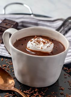 This Italian Hot Chocolate or Cioccolata Calda is a thick and creamy chocolate drink that has minimal ingredients, is comforting and easy and quick to. Italian Hot Chocolate Recipe, Ice Chocolate Drink, Chocolate Gravy, Salted Caramel Hot Chocolate, Crockpot Hot Chocolate, Hot Cocoa Recipe, Cocoa Recipes, Hot Chocolate Recipes, Chocolate Flavors