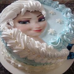 This such a cute cake for a little girls birthday! #Elsa #Frozen