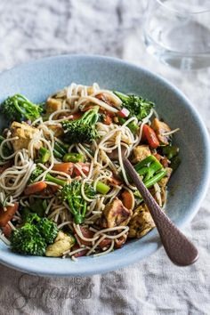 Nice and easy: Noodles with chicken - Noodles with chicken simoneskitchen. Healthy Pizza, Healthy Eating, Healthy Food, Healthy Life, Healthy Recipe Videos, Healthy Recipes, Lunch Recipes, Vegetarian Recipes, Healthy Diners
