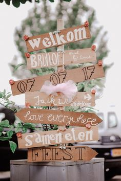 as decoration for your wedding You really want this! Pallets as decoration for your wedding You really want this! Pallets as decoration for your wedding You really want this! Wedding Signs, Diy Wedding, Dream Wedding, Wedding Ideas, Magical Wedding, Classic Bridal Jewellery, Wedding Scrapbook, Princess Wedding, Simple Weddings