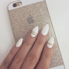 Beautiful white almond shaped nails, with a streak of gold ✨