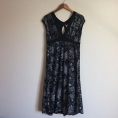 Stretchy black printed dress This is a super cute, stretchy, slimming black dress with a gray flower print. V-neck, with cute back details. This dress has only been worn once! Ambiance Apparel Dresses Midi