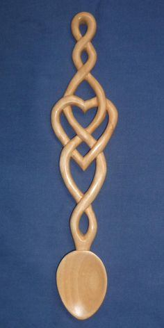 Celtic Heart and Twist Love spoon – woodworkingstatue Wooden Spoon Carving, Carved Spoons, Wood Spoon, Carving Wood, Christmas Gifts For Teen Girls, Handmade Christmas Gifts, Celtic Patterns, Celtic Designs, Welsh Love Spoons