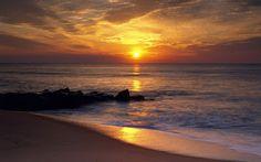 Um sopro da Alma: BELO É O MAR…  Olho à distância o marSeu balanço a...