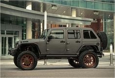 My dog would love this. Starwood Jeep Wrangler Nighthawk.