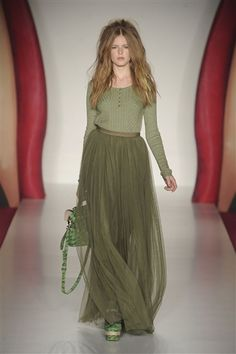 never thought an all-green outfit would be so amazing. mulberry spring 2012. #mulberry #2012