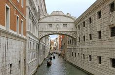 Bridge of sighs in Venice with gondolas on the Canal - federicofoto/Getty Images
