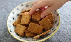 Die Cracker für Babys enthalten kein Salz und sind durch die geraspelten Karotten, das Vollkornmehl und die Mandeln auch noch sehr gesund und vollwertig.