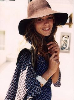 Floppy hat + print. Gorgeous outfit for summer!