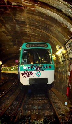Paris Metro= watch your purse! Tour Eiffel, Paris Pictures, Cool Pictures, Transport Public, Chattanooga Choo Choo, Metro Paris, U Bahn, Paris Ville, I Love Paris