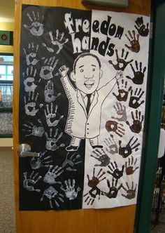 Freedom Hands - An AWESOME bulletin board to celebrate Dr. Martin Luther King, J. - Freedom Hands – An AWESOME bulletin board to celebrate Dr. (more ideas an - Classroom Fun, Classroom Activities, Senior Activities, Kindergarten Classroom, Winter Activities, Art Activities, Toddler Activities, Martin Luther King, History Bulletin Boards