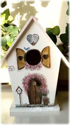 Bird Houses Painted, Bird Houses Diy, Wood Crafts, Diy And Crafts, Cat House Diy, Birdhouse Designs, Diy Bird Feeder, Bird Boxes, Pintura Country