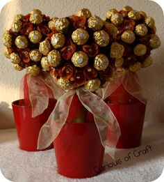 Curious of Craft: Ferrero Rocher Topiary Tree Christmas Topiary, Cute Christmas Decorations, Christmas Truffles, Christmas Candy, All Things Christmas, Christmas Time, Christmas Crafts, Chocolates Ferrero Rocher, Rocher Chocolate