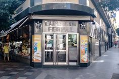 Charcutería Ferpal muy cerca de la Puerta del Sol. Sandwiches, Shopping Street, Tapas, Travel, Planes, Restaurants, Nostalgia, Wine, Inspiration