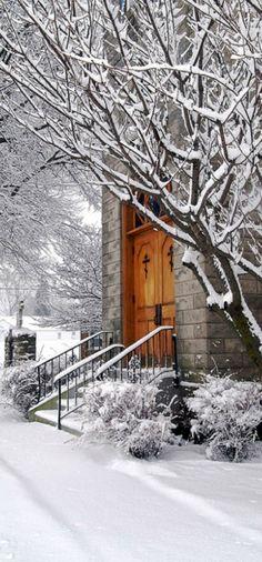 Church on a snowy morning in Marblehead, Ohio • photo: Terrance Vacha on Flickr