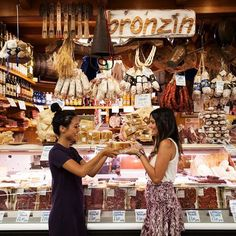 #Italy is heaven on earth for food and wine lovers! How can you avoid tourist traps and have an authentic experience? Try one of our epicurean tours.