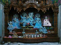 Em 2015, 29 de agosto, foram comemorados muitos eventos auspiciosos: Baladeva Purnima, a noite da lua cheia na ocasião do aparecimento de Sri Baladeva Prabhu, o irmão de Krsna; o último dia de Jhul...