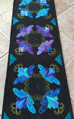 Patsy Thompson Designs provides instructional content about free motion machine quilting. Colchas Quilting, Free Motion Quilting, Machine Quilting, Machine Embroidery Quilts, Quilt Block Patterns, Applique Patterns, Applique Quilts, Applique Designs, Quilted Table Toppers