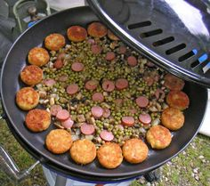 Hollandse Kost met pit Camping Grill, Camping Life, Camping Meals, Cobb Cooker, Cobb Bbq, Wok, Cooker Recipes, Sausage, Cooking