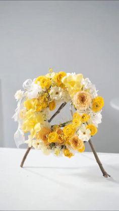 Flower Arrangement Designs, Modern Flower Arrangements, Flower Designs, Faux Flowers, Diy Flowers, Flower Decorations, Flower Bouquet Diy, Floral Bouquets, Flower Box Gift