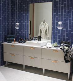 Habitaren Avotakan osastolla hieno Topin kylpyhuone ja Pukkilan laatat. Vanity, Double Vanity, Bathroom Vanity, Bathroom
