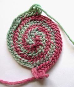Nadelbinden : Spiralförmig im Kreis arbeiten