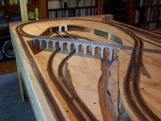 Atlas Model Railroad Co. Ho Train Layouts, Ho Scale Train Layout, Escala Ho, Train Miniature, Model Railway Track Plans, N Scale Model Trains, Ho Trains, Atlas, Train Set