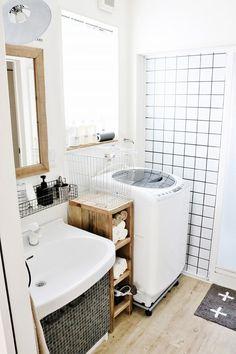 洗面所収納編~洗濯・脱衣収納自慢コンテスト結果発表~ | アイリスプラザ_メディア Bathtub, Corner Bathtub, Alcove, Bath, Interior, Corner, Bathroom