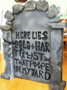 Halloween: Grabsteine aus Styropor