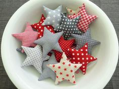 Magical fabric stars with dots for Christmas. / magically stars with dots for christmas decor Christmas Makes, Christmas And New Year, Christmas Time, Xmas, Christmas Sewing, Handmade Christmas, Christmas Fabric, Polka Dot Fabric, Christmas Decorations