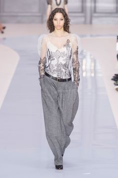 Chloé Fall 2017 Colección Prêt-à-porter Fotos - Vogue Chloe Fashion, Fashion Moda, Look Fashion, New Fashion, High Fashion, Winter Fashion, Fashion Show, Fashion Brand, London Fashion Weeks